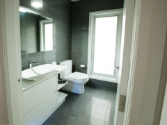 Dolans-Bathroom2